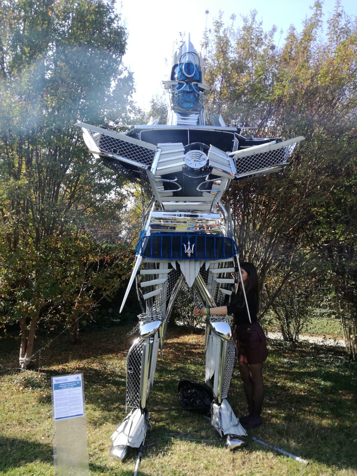 """GreForBer One è il mega robot che gli studenti dell'Istituto """"G. Greggiati"""" hanno realizzato in occasione del prestigioso evento AutostyleDesign Competition promosso dalla Berman."""